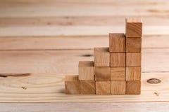 Concept de construction avec le bloc en bois de cubes jpg Photo libre de droits
