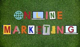 Concept de construction de Word de graphiques de marketing en ligne photographie stock libre de droits