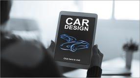 Concept de construction de voiture sur un comprimé images stock