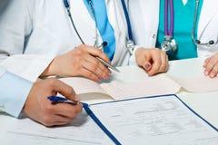 Concept de consultation médicale de traitement de maladie cardiaque Image libre de droits