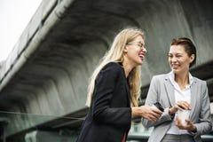 Concept de Corporate Colleagues Talking de femme d'affaires image libre de droits