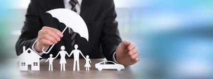 Concept de couverture de protection de maison, de famille et de voiture image libre de droits