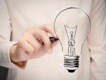 Concept de créativité avec l'ampoule de dessin de main photos libres de droits