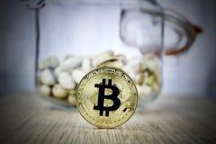 Concept de cuisine de pièce de monnaie de bitcoin d'or image stock