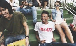 Concept de culture de la jeunesse de repaire d'unité d'amitié de personnes images libres de droits