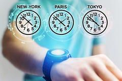 Concept de décalage horaire avec du temps différent d'heure au-dessus d'un smartwatch photos libres de droits