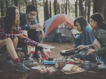 Concept de déplacement de camping de destination de repaire d'amitié de personnes Photo stock