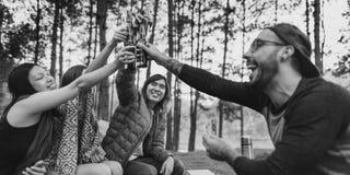 Concept de déplacement de camping de destination de repaire d'amitié de personnes Image libre de droits