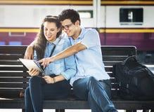 Concept de déplacement de carte de repaire d'amitié de couples images stock