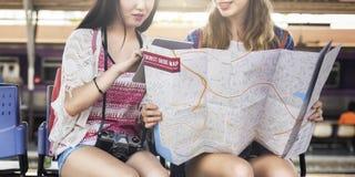 Concept de déplacement de carte de vacances de repaire d'amitié de filles Photos libres de droits