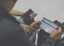 Concept de déplacement de scène d'aéroport de couples supérieurs Photos libres de droits