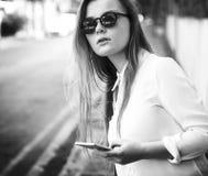 Concept de déplacement de voyage de rue de vacances de vacances de fille Photo stock