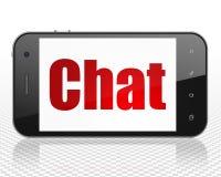 Concept de développement de Web : Smartphone avec la causerie sur l'affichage Photo libre de droits