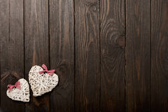 Concept de Dag van Valentine ` s Rieten harten op donkere houten backgro Royalty-vrije Stock Foto's