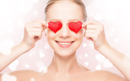 Concept de Dag van Valentine. vrouw met een rood hart op ogen Stock Afbeeldingen
