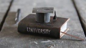 Concept de degré d'université banque de vidéos