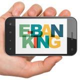 Concept de devise : Main tenant Smartphone avec des services bancaires en ligne sur l'affichage Images stock