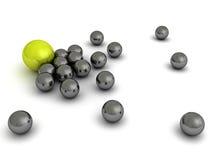 Concept de direction avec la sphère verte et beaucoup métallique Images libres de droits