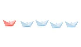 Concept de direction avec le bateau de papier bleu photographie stock