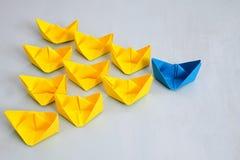 Concept de direction avec les bateaux de papier Photographie stock libre de droits