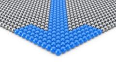 Concept de direction Rangées des sphères de Chrome avec la flèche bleue Spher Photographie stock libre de droits
