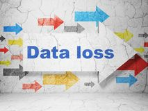 Concept de données : flèche avec la perte de données sur le fond grunge de mur Photographie stock