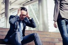 Concept de faillite commerciale : séance soumise à une contrainte par homme d'affaires, problème Images libres de droits