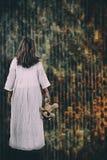 Concept de festival de Halloween Fille de Ghost dans le sang avec d blanc images stock