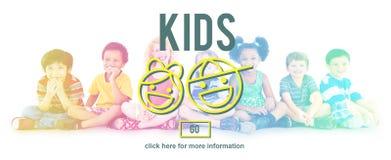 Concept de filles de garçons d'enfance d'enfants d'enfants Photo stock