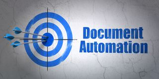 Concept de finances : automation de cible et de document sur le fond de mur Photo libre de droits