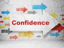 Concept de finances : flèche avec confiance sur le fond grunge de mur Photos stock