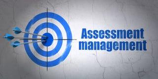 Concept de finances : gestion de cible et d'évaluation sur le fond de mur Photographie stock