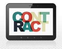 Concept de finances : Ordinateur de PC de Tablette avec le contrat sur l'affichage Photo libre de droits