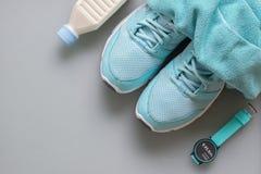 Concept de forme physique, sain et actif de modes de vie, chaussures de sport, sma Photos libres de droits