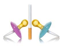 Concept de fumée avec la tétine pour des bébés. photographie stock libre de droits