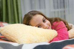 Concept de garde d'enfants Relaxation agréable de temps Santé mentale et positivité Méditation et relaxation guidées libres image libre de droits