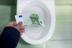 Concept de gaspillage d'argent insensé, perte, déchets inutiles, grands coûts de l'eau, concept de gaspillage d'argent avec l'eur image stock