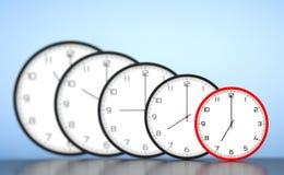Concept de gestion du temps Horloges modernes rondes de bureau photographie stock
