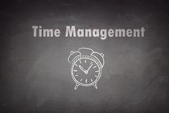 Concept de gestion du temps sur le tableau noir Images stock
