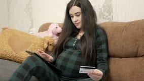 Concept de grossesse, de maternité et de technologie banque de vidéos
