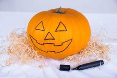 Concept de Halloween - potiron drôle avec le marqueur Photographie stock