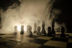 concept de jeu de société d'échecs de concep d'idées d'affaires et d'idées de concurrence et de stratégie Les échecs figurent sur Image stock