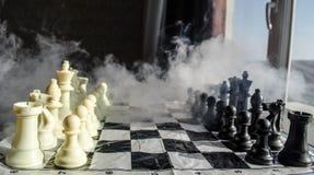concept de jeu de société d'échecs de concep d'idées d'affaires et d'idées de concurrence et de stratégie Les échecs figurent sur Image libre de droits