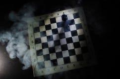 concept de jeu de société d'échecs de concep d'idées d'affaires et d'idées de concurrence et de stratégie Les échecs figurent sur Photo libre de droits