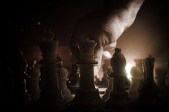 concept de jeu de société d'échecs de concep d'idées d'affaires et d'idées de concurrence et de stratégie Les échecs figurent sur Photographie stock libre de droits
