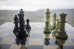 concept de jeu de société d'échecs des idées d'affaires et des idées de concurrence et de stratégie Chiffres d'échecs sur un couc images libres de droits
