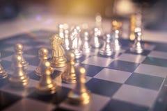 Concept de jeu de société d'échecs des idées et de la concurrence d'affaires Images libres de droits