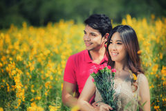 Concept de jour de valentines, jeune couple dans l'amour Images libres de droits