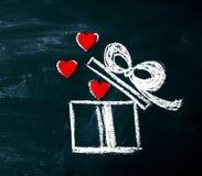 Concept de jour du ` créatif s d'amour ou de Valentine avec le boîte-cadeau et le coeur Images stock