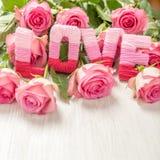 Concept de jour du ` s de Valentine avec l'amour et les fleurs Photo libre de droits
